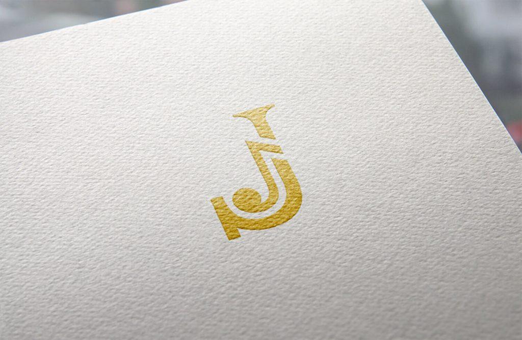 J monogram met muzieknoot logo